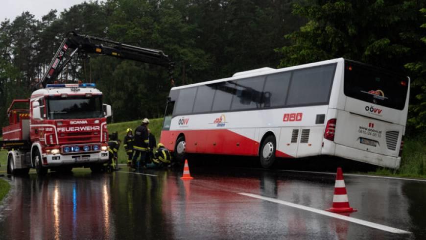 VU Aufräumarbeiten – Bus in Straßengraben (29.05.2019)