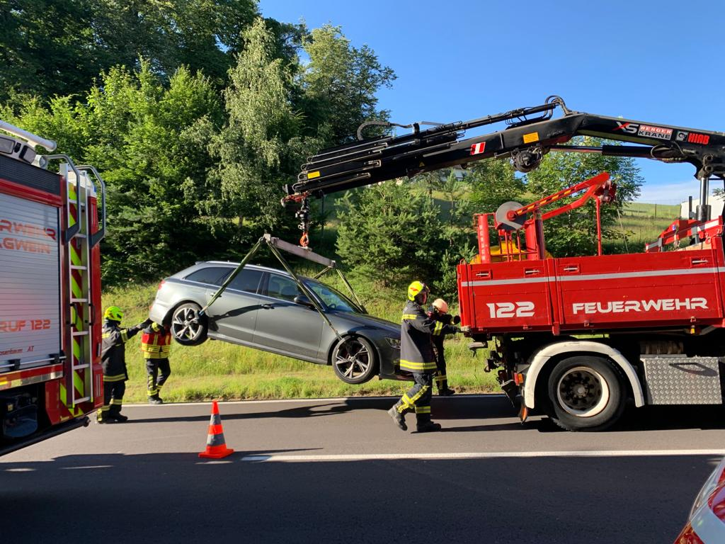 Verkehrsunfall Aufräumarbeiten (30.06.2020)