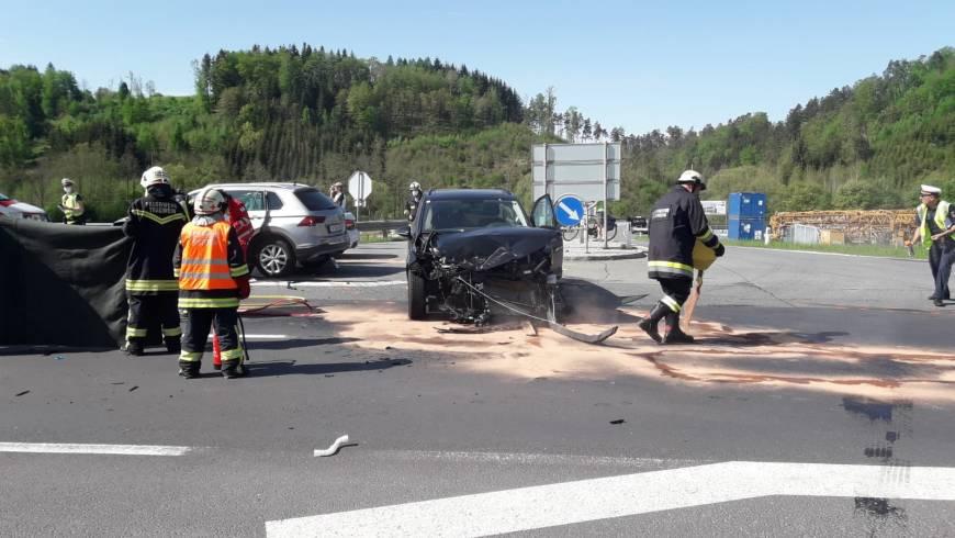 Verkehrsunfall Aufräumarbeiten (11.05.2021)